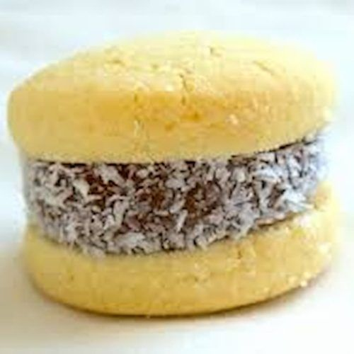 alfajor de maicena con coco rayado